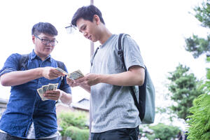 Tips for sharing expenses with roommates