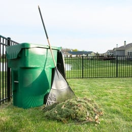 rake-lawn-clippings.jpg