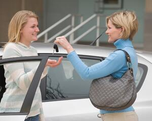 teen driver and mom