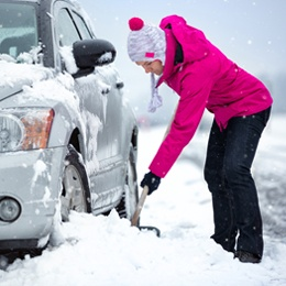 woman-shovelling-out-car.jpg